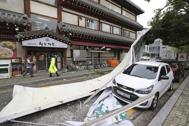 Bão Lingling đổ bộ vào Hàn Quốc, khiến ít nhất 3 người thiệt mạng - Ảnh 5.
