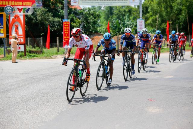 Áo xanh đổi chủ ở chặng cuối Giải xe đạp Quốc tế VTV Cúp Tôn Hoa Sen 2019 - Ảnh 4.