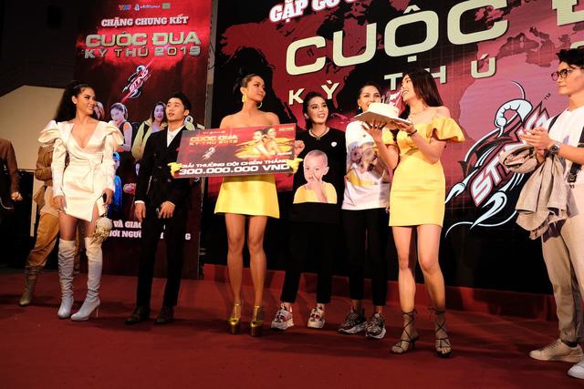 HHen Niê - Lệ Hằng chiến thắng Cuộc đua kỳ thú 2019, dùng toàn bộ tiền thưởng làm từ thiện - Ảnh 12.