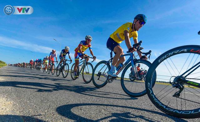 Áo xanh đổi chủ ở chặng cuối Giải xe đạp Quốc tế VTV Cúp Tôn Hoa Sen 2019 - Ảnh 2.