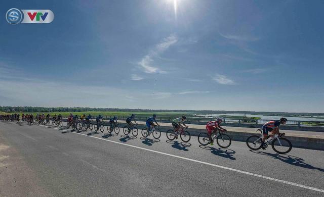 Áo xanh đổi chủ ở chặng cuối Giải xe đạp Quốc tế VTV Cúp Tôn Hoa Sen 2019 - Ảnh 3.