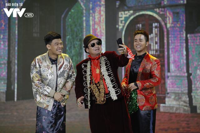 Ông hoàng truyền thông Chí Trung khiến cả làng Vũ Đại trầm trồ trong Gặp nhau cuối năm 2020 - Ảnh 1.