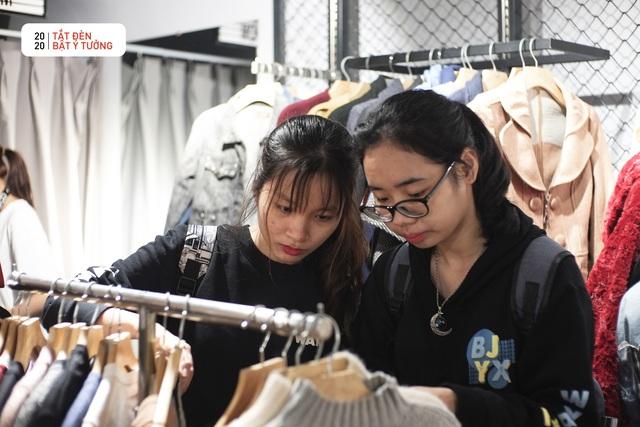 Hơn 3.000 bạn trẻ tham gia hoạt động Đổi đồ - Đổi đời, góp phần giảm thiểu vấn đề rác thải thời trang - Ảnh 4.