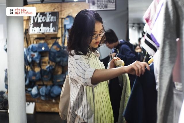 Hơn 3.000 bạn trẻ tham gia hoạt động Đổi đồ - Đổi đời, góp phần giảm thiểu vấn đề rác thải thời trang - Ảnh 3.