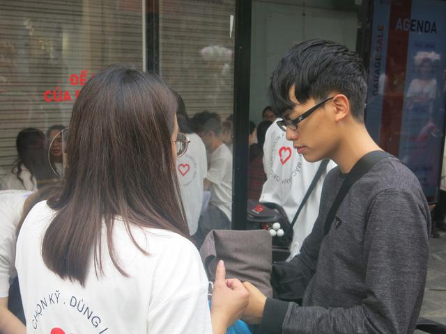Hơn 3.000 bạn trẻ tham gia hoạt động Đổi đồ - Đổi đời, góp phần giảm thiểu vấn đề rác thải thời trang - Ảnh 2.