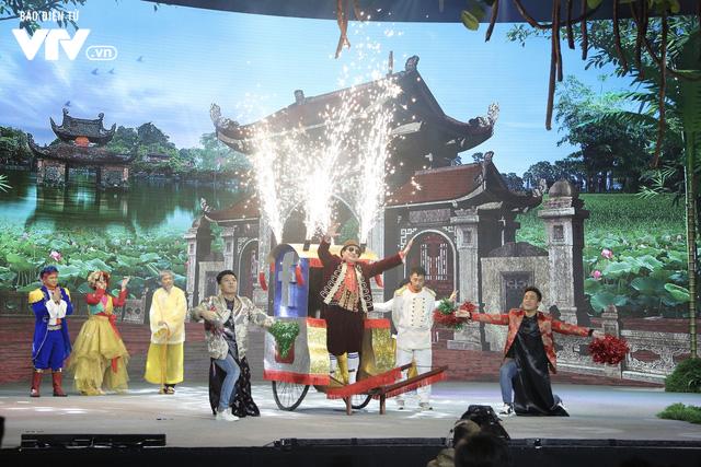 Ông hoàng truyền thông Chí Trung khiến cả làng Vũ Đại trầm trồ trong Gặp nhau cuối năm 2020 - Ảnh 4.