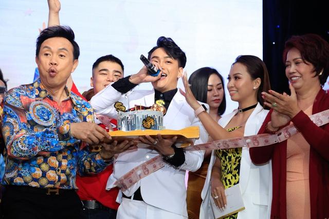 Kyo York, Hoàng Mèo, Chí Tài, Nhật Kim Anh… cùng dàn sao chúc mừng quán quân 100 giây rực rỡ mùa 2 - Ảnh 1.