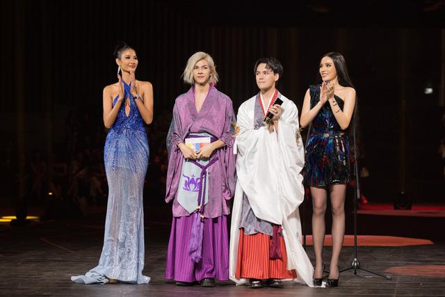 Á hậu Hoàng Thùy đẹp rạng ngời trên thảm đỏ WeChoice Awards 2019 - Ảnh 2.