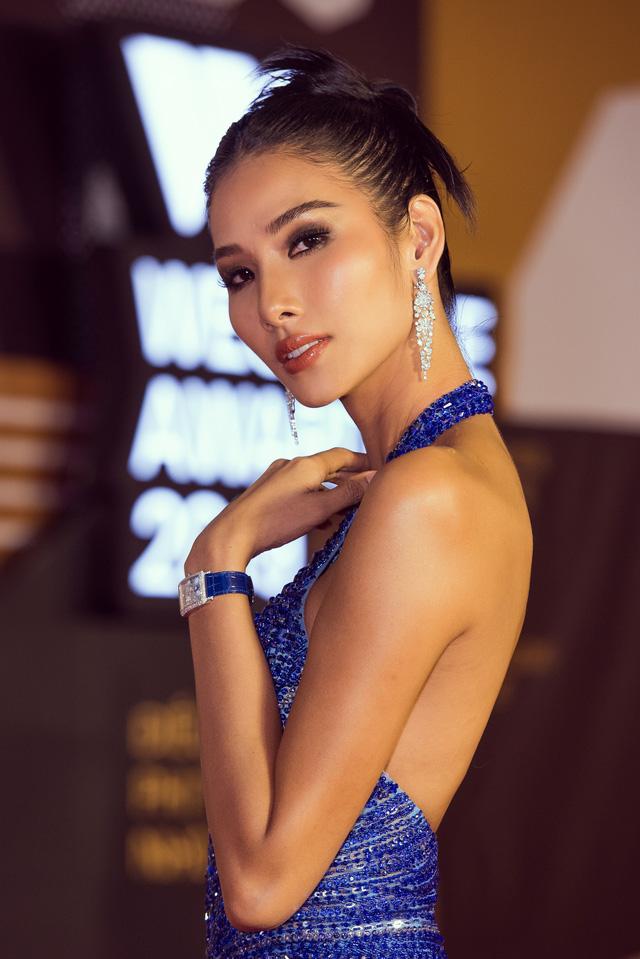 Á hậu Hoàng Thùy đẹp rạng ngời trên thảm đỏ WeChoice Awards 2019 - Ảnh 4.