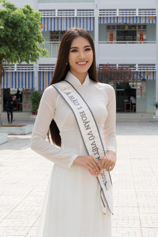 Á hậu Kim Duyên trao tặng 80 triệu đồng cho học sinh, sinh viên tại Cần Thơ - Ảnh 4.