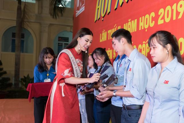 Á hậu Kim Duyên trao tặng 80 triệu đồng cho học sinh, sinh viên tại Cần Thơ - Ảnh 3.
