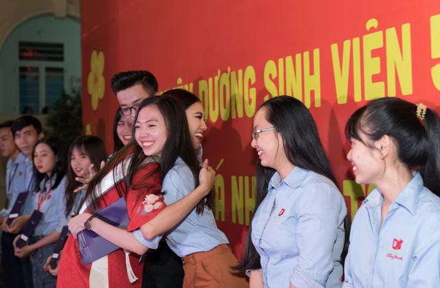 Á hậu Kim Duyên trao tặng 80 triệu đồng cho học sinh, sinh viên tại Cần Thơ - Ảnh 8.