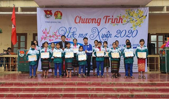 """Thanh niên Quảng Trị mang """"ước mơ Xuân"""" đến với trẻ em vùng sâu, vùng xa - Ảnh 2."""