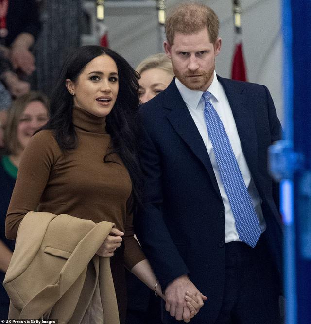 Nữ hoàng Anh lên tiếng về quyết định ra riêng của vợ chồng hoàng tử Harry - Ảnh 1.
