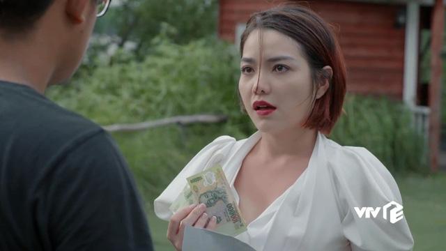 Tiệm ăn dì ghẻ - Tập 17: Từ ngôi sao nổi tiếng, Kim cay đắng nhận vai quần chúng, bị đánh ghen bầm dập - Ảnh 2.