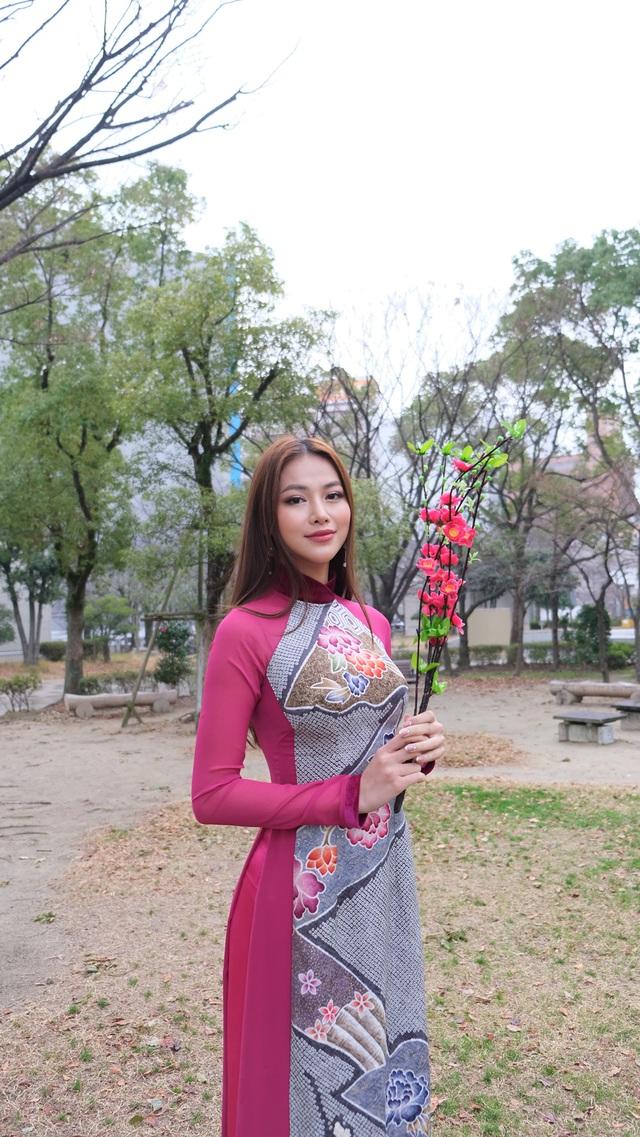 Hoa hậu Phương Khánh diện áo dài catwalk cùng diễn viên Tuấn Tú - Ảnh 6.