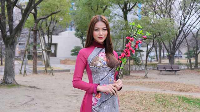 Hoa hậu Phương Khánh diện áo dài catwalk cùng diễn viên Tuấn Tú - Ảnh 7.