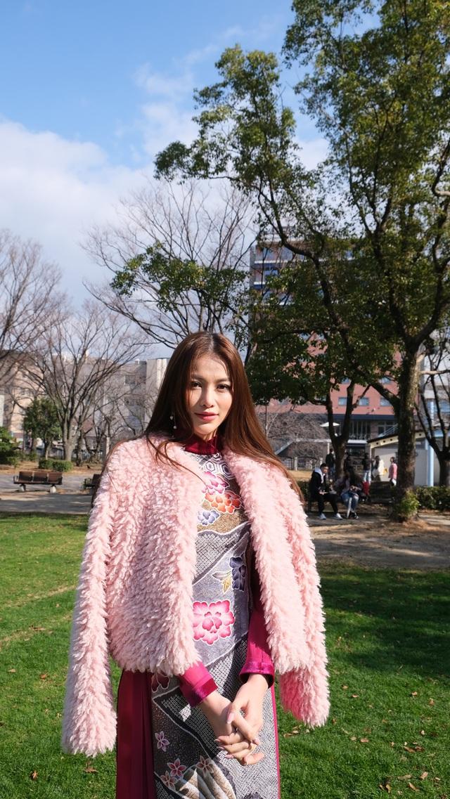 Hoa hậu Phương Khánh diện áo dài catwalk cùng diễn viên Tuấn Tú - Ảnh 10.