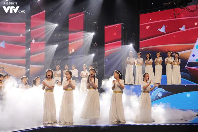 Phương Vy hòa giọng cùng dàn thiên thần nhí trong Đón Tết cùng VTV 2020 - Ảnh 2.