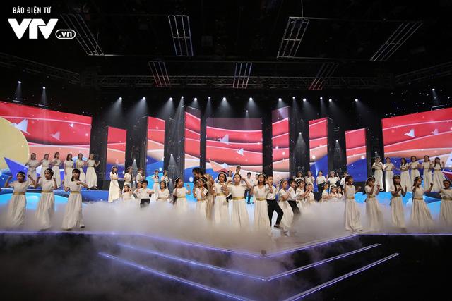 Phương Vy hòa giọng cùng dàn thiên thần nhí trong Đón Tết cùng VTV 2020 - Ảnh 6.