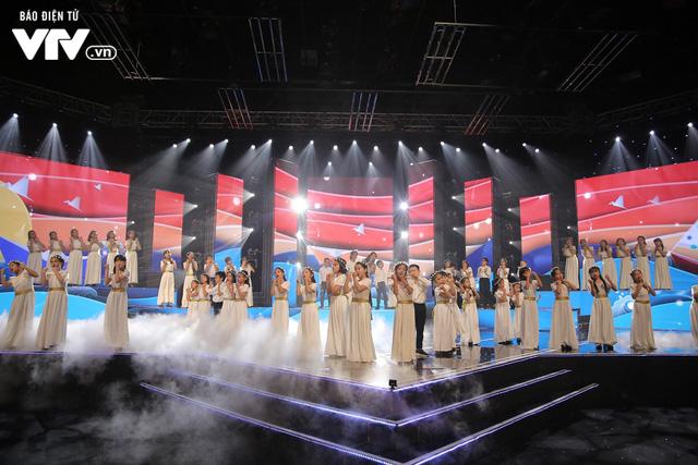 Phương Vy hòa giọng cùng dàn thiên thần nhí trong Đón Tết cùng VTV 2020 - Ảnh 8.