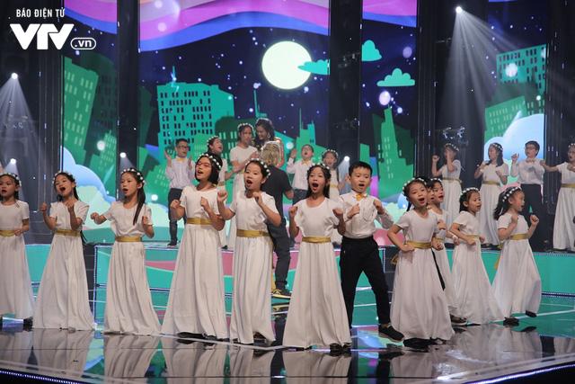 Phương Vy hòa giọng cùng dàn thiên thần nhí trong Đón Tết cùng VTV 2020 - Ảnh 11.