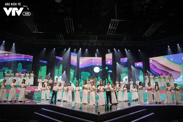 Phương Vy hòa giọng cùng dàn thiên thần nhí trong Đón Tết cùng VTV 2020 - Ảnh 12.