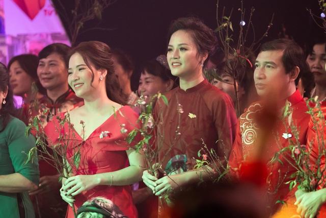 NSND Lan Hương, Bảo Thanh và dàn nghệ sĩ rơi nước mắt tại Gala Việc tử tế 2020 - Ảnh 12.