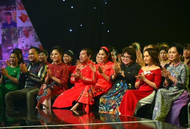 NSND Lan Hương, Bảo Thanh và dàn nghệ sĩ rơi nước mắt tại Gala Việc tử tế 2020 - Ảnh 11.
