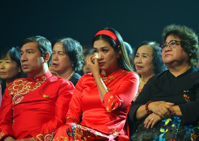 NSND Lan Hương, Bảo Thanh và dàn nghệ sĩ rơi nước mắt tại Gala Việc tử tế 2020 - Ảnh 8.