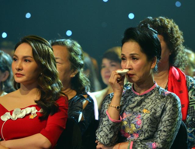 NSND Lan Hương, Bảo Thanh và dàn nghệ sĩ rơi nước mắt tại Gala Việc tử tế 2020 - Ảnh 7.