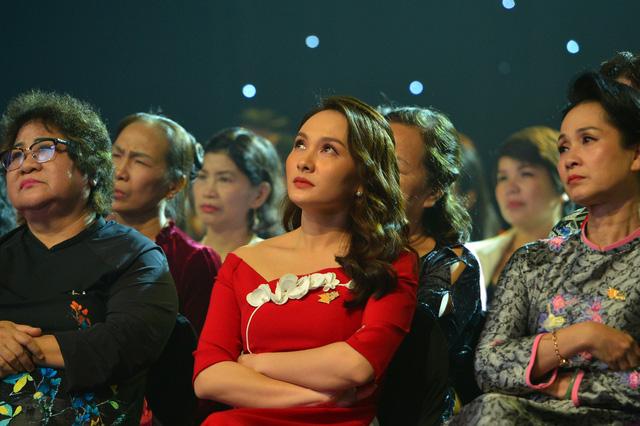 NSND Lan Hương, Bảo Thanh và dàn nghệ sĩ rơi nước mắt tại Gala Việc tử tế 2020 - Ảnh 6.