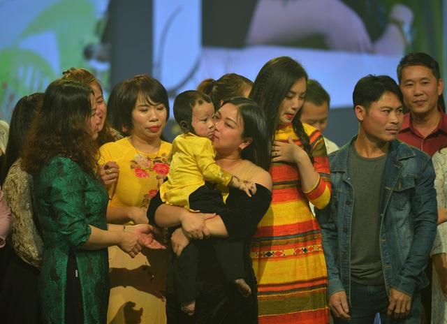 NSND Lan Hương, Bảo Thanh và dàn nghệ sĩ rơi nước mắt tại Gala Việc tử tế 2020 - Ảnh 4.