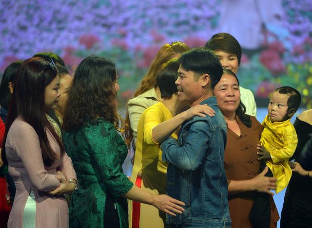 NSND Lan Hương, Bảo Thanh và dàn nghệ sĩ rơi nước mắt tại Gala Việc tử tế 2020 - Ảnh 1.