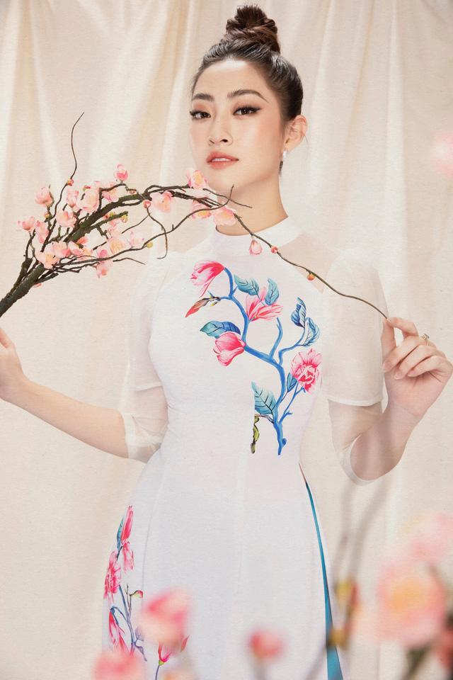 Lương Thùy Linh đẹp say lòng người với bộ ảnh áo dài Tết - ảnh 9