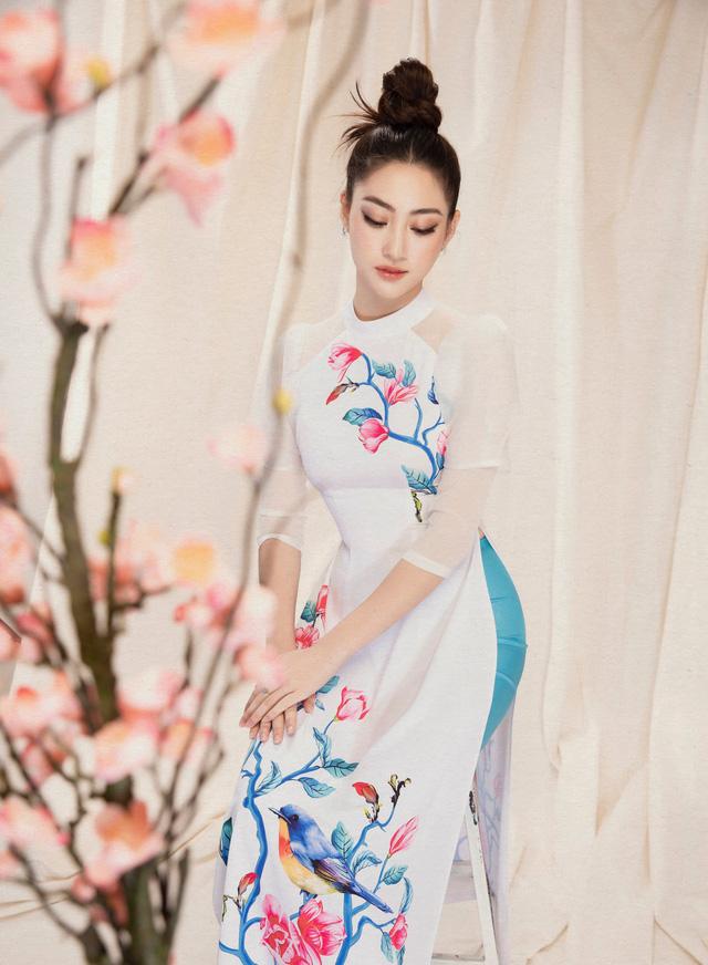 Lương Thùy Linh đẹp say lòng người với bộ ảnh áo dài Tết - ảnh 11