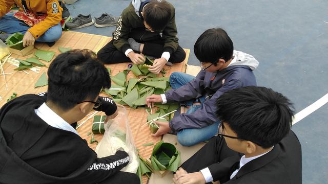Vui Tất niên - Hồn nhiên đón Tết đậm bản sắc Việt cùng học sinh Hà Nội - Ảnh 9.