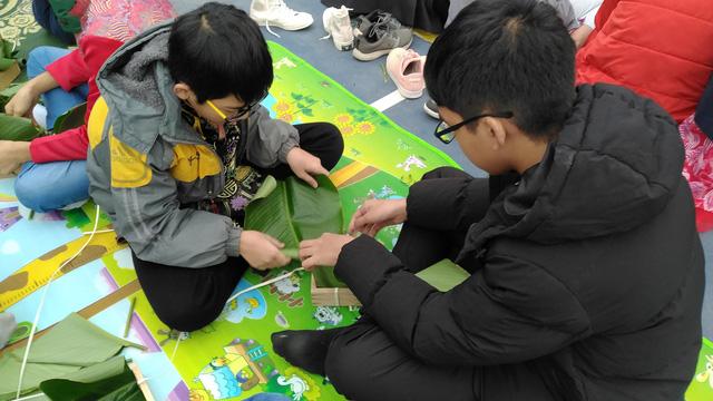 Vui Tất niên - Hồn nhiên đón Tết đậm bản sắc Việt cùng học sinh Hà Nội - Ảnh 10.