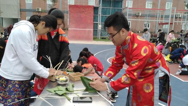 Vui Tất niên - Hồn nhiên đón Tết đậm bản sắc Việt cùng học sinh Hà Nội - Ảnh 11.