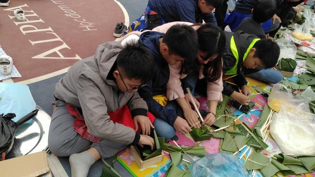 Vui Tất niên - Hồn nhiên đón Tết đậm bản sắc Việt cùng học sinh Hà Nội - Ảnh 12.