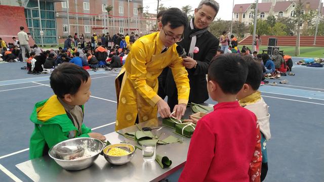 Vui Tất niên - Hồn nhiên đón Tết đậm bản sắc Việt cùng học sinh Hà Nội - Ảnh 1.