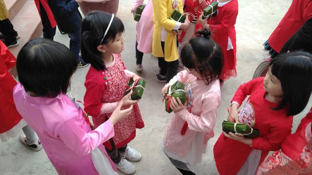 Vui Tất niên - Hồn nhiên đón Tết đậm bản sắc Việt cùng học sinh Hà Nội - Ảnh 14.