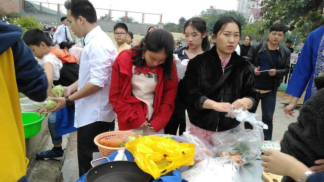 Vui Tất niên - Hồn nhiên đón Tết đậm bản sắc Việt cùng học sinh Hà Nội - Ảnh 4.