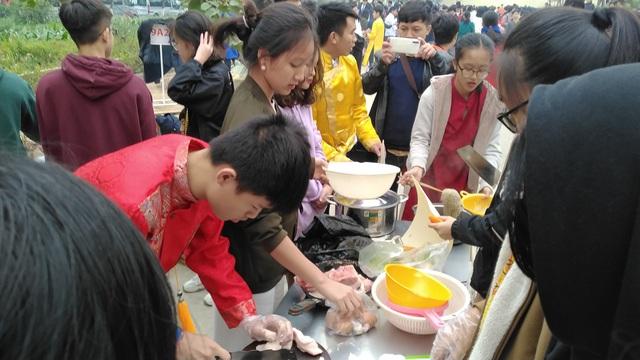 Vui Tất niên - Hồn nhiên đón Tết đậm bản sắc Việt cùng học sinh Hà Nội - Ảnh 5.