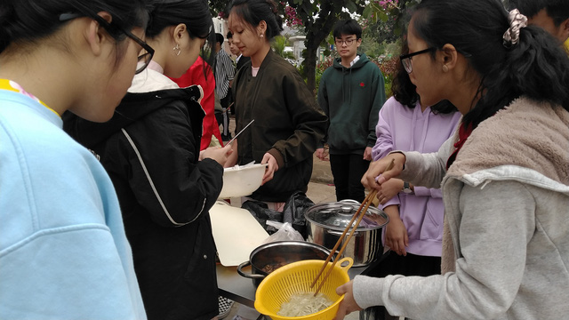 Vui Tất niên - Hồn nhiên đón Tết đậm bản sắc Việt cùng học sinh Hà Nội - Ảnh 6.