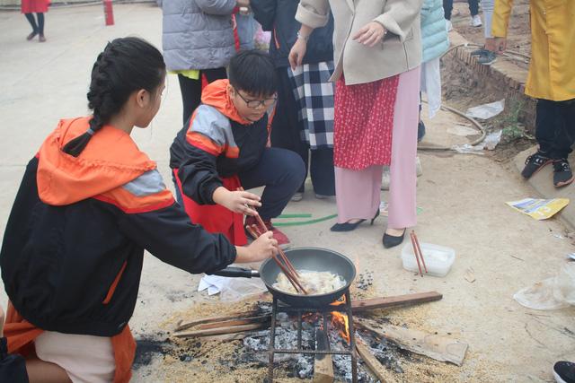 Vui Tất niên - Hồn nhiên đón Tết đậm bản sắc Việt cùng học sinh Hà Nội - Ảnh 7.