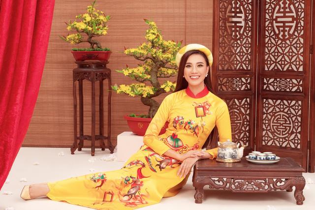 a hau kim duyenao dai by thuy nguyen 2 15794153089091962902267 Ngẩn ngơ ngắm bộ ảnh chúc xuân Canh Tý 2020 của dàn Hoa hậu Hoàn vũ Việt Nam