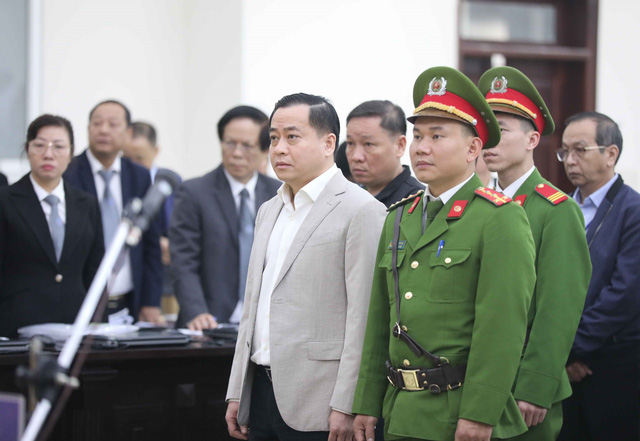 """Xét xử 2 cựu Chủ tịch UBND Đà Nẵng vì làm """"bốc hơi"""" hơn 22.000 tỷ đồng - Ảnh 1."""