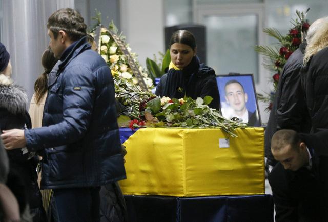 Ukraine đưa thi thể các nạn nhân vụ tai nạn máy bay ở Iran về nước - Ảnh 2.