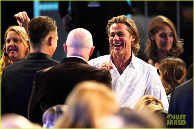 Brad Pitt gây sốt với hình ảnh tái hợp với vợ cũ Jennifer Aniston - Ảnh 6.